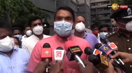 Namal Rajapaksa - ආණ්ඩුවට ඕන තරම් සල්ලි තියෙනවා: හැබැයි ජනතාවත් ආධාර දෙන්න ඕන