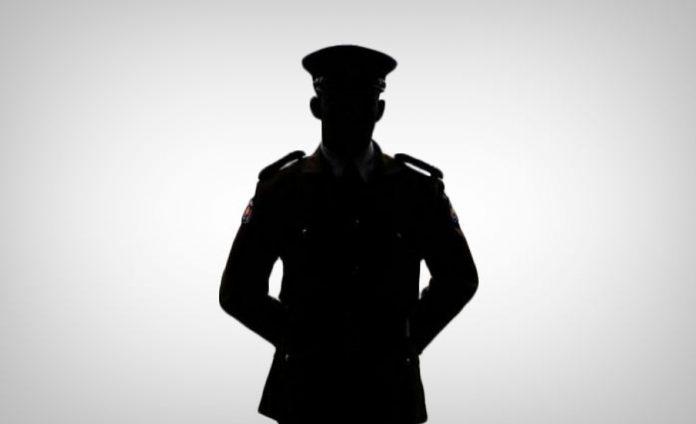 Sri lanka police - පොලිස් ලොක්කාගේ බිරිඳට බාධා කළ 'පොලිස් පොඩ්ඩාට' විනාඩි කිහිපයෙන් සිදු වූ දේ