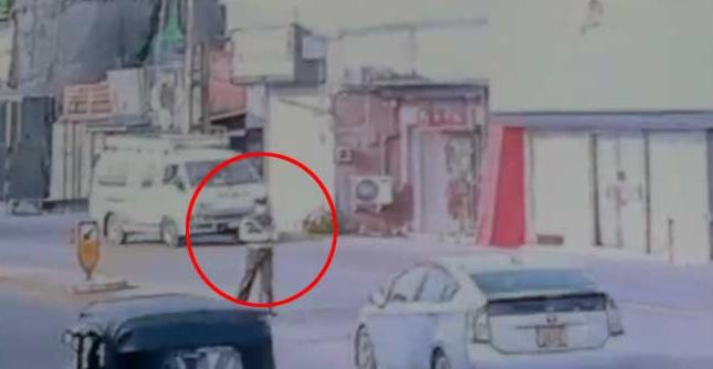 Police - ට්රැෆික් නිලධාරියාව හැප්පූ මෝටර් රථය (CCTV දර්ශන)