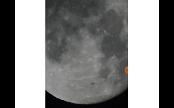 Moon - හඳ උඩින් ගිය 'වස්තුව' ඡායාරූප ගතකල ලංකාවේ තරුණයා