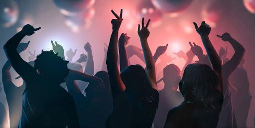 Party - කොල්ලුපිටිය සුපිරි මහල් නිවාසයක තවත් සාදයක් වටලයි – කාන්තාවන් 3ක් ඇතුළු 9ක් කොටුවේ