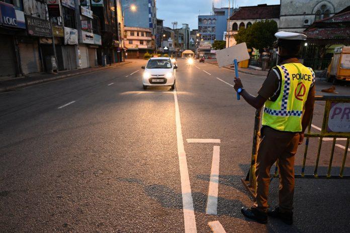 Sri lanka Police - කොළඹ දිස්ත්රික්කයේ ප්රදේශ කිහිපයකුත් සමඟ තවත් ප්රදේශ කිහිපයක් හුදෙකලා කෙරේ